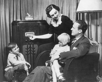 Family_listening_to_radio