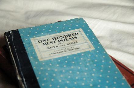 book-2752587_1920